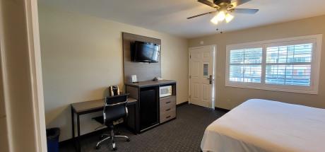 Beachwalker Inn & Suites - Deluxe King Room