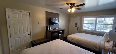 Beachwalker Inn & Suites - Deluxe Double Room, 2 Queen Beds