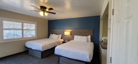 Beachwalker Inn & Suites - Deluxe Double Room, 2 Queen Beds with Kitchen
