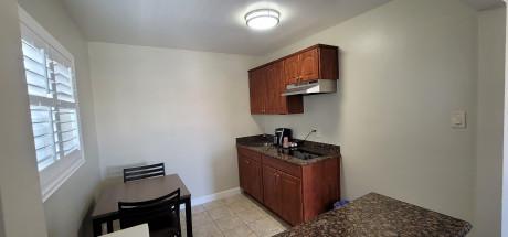 Beachwalker Inn & Suites - Kitchen