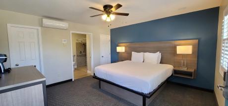 Beachwalker Inn & Suites - Deluxe Room, 1 King Bed, Accessible