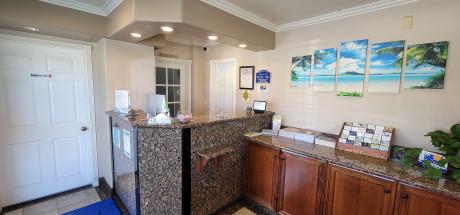 Beachwalker Inn & Suites - Reception Area