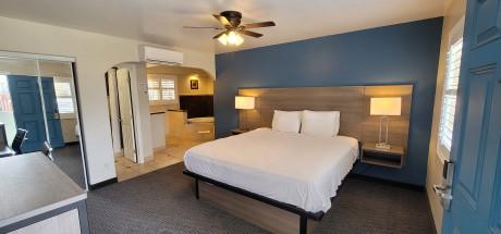 Beachwalker Inn & Suites - Junior Suite
